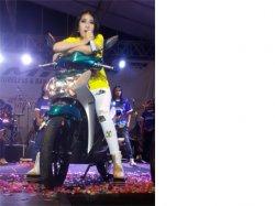 Via Valen Bakal Ramaikan Launching Yamaha MioS di Alkid