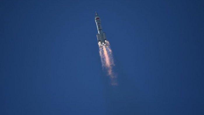 Video Tiga Astronot China Sukses Meluncur ke Stasiun Luar Angkasa Tianhe