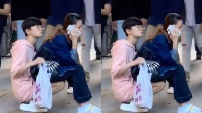 Viral Video Seorang Pria Rela Jadi Kursi Buat Kekasihnya yang Kelelahan di Pinggir Jalanan