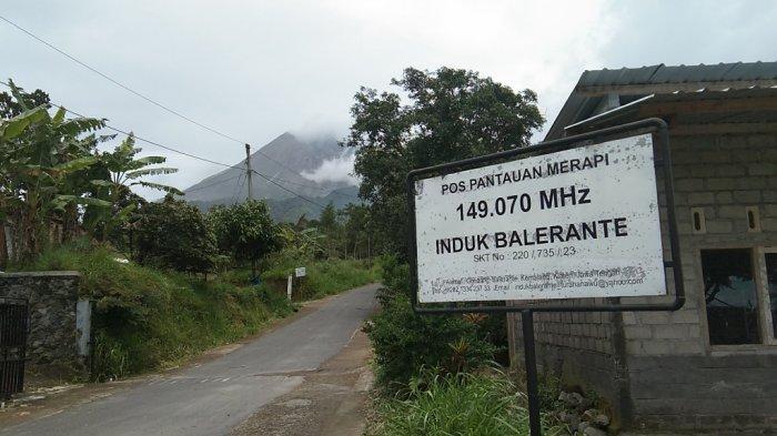 Visual Gunung Merapi dilihat dari Pos Pantau Merapi Induk Balerante, Kecamatan Kemalang, Kabupaten Klaten, Kamis (28/1/2021).