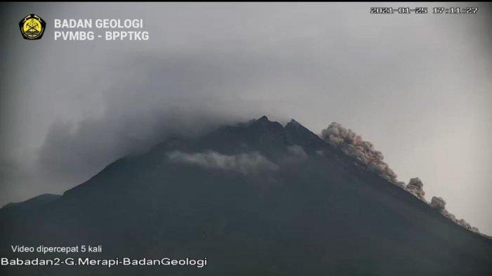 UPDATE Gunung Merapi: BPPTKG Infokan Terjadi Awan Panas Guguran Sejauh 1 Km Pagi Ini
