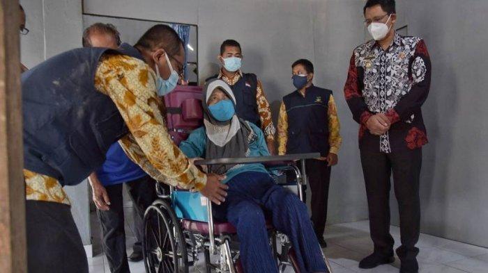 Wabup Sleman Serahkan Bantuan Kursi Roda untuk Warga Kalasan
