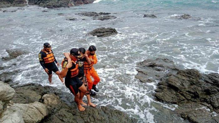 Warga Yogya Nyaris Terseret Ombak di Pantai Siung Gunungkidul