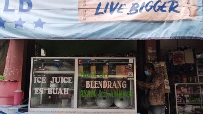 Suasana warung bubur blendrang Mbak Sri yang berada di Dusun Bintaro, Desa Gunungpring, Kecamatan Muntilan, Magelang. Kuliner berbahan dasar tepung gandum ini kerap dijadikan warga sekitar sebagai menu cemilan di saat senggang.