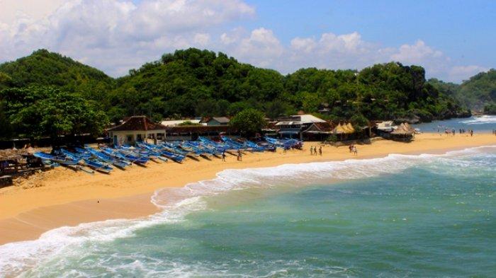 Travel Menikmati Dua Panorama Pantai Nan Eksotis Dari Bukit Karang Pantai Watu Kodok Tribun Jogja