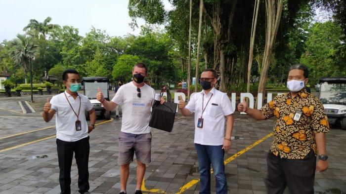 Dapat Kejutan, Turis Prancis Jadi Wisatawan Pertama di Candi Borobudur Awal Tahun 2021