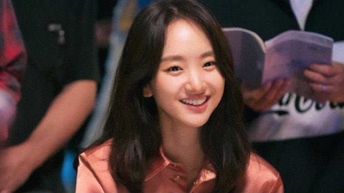 Won Jin Ah sebagai Yoon Song Ah