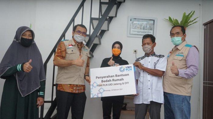 Yayasan Baitul Maal PLN Berikan Bantuan Bedah Rumah