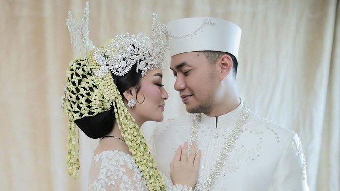 Foto pernikahan Zaskia Gotik dan Sirajuddin Mahmud Sabang.