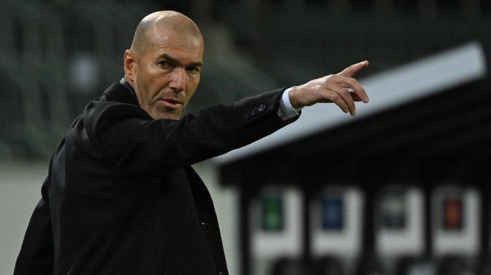 Pelatih Prancis Real Madrid Zinedine Zidane bereaksi dari pinggir lapangan selama pertandingan sepak bola grup B Liga Champions UEFA Borussia Moenchengladbach v Real Madrid di Moenchengladbach, Jerman barat pada 27 Oktober 2020.