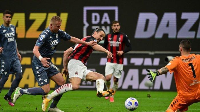 Zlatan Ibrahimovic dan Kamil Glik di Liga Italia Serie A AC Milan vs Benevento di The San Siro Stadium di Milan pada 1 Mei 2021.