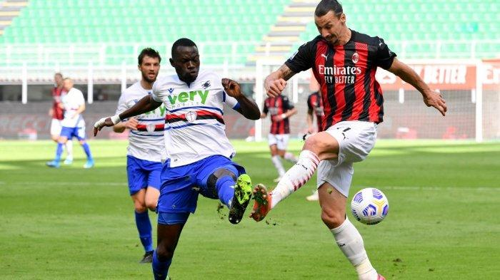 Zlatan Ibrahimovic dan Omar Colley di Liga Italia Serie A AC Milan vs Sampdoria pada 3 April 2021 di stadion San Siro di Milan.