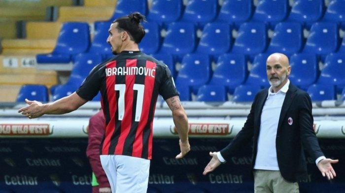 Zlatan Ibrahimovic dan Stefano Pioli di Serie A Italia Parma vs AC Milan pada 10 April 2021 di stadion Ennio-Tardini di Parma.