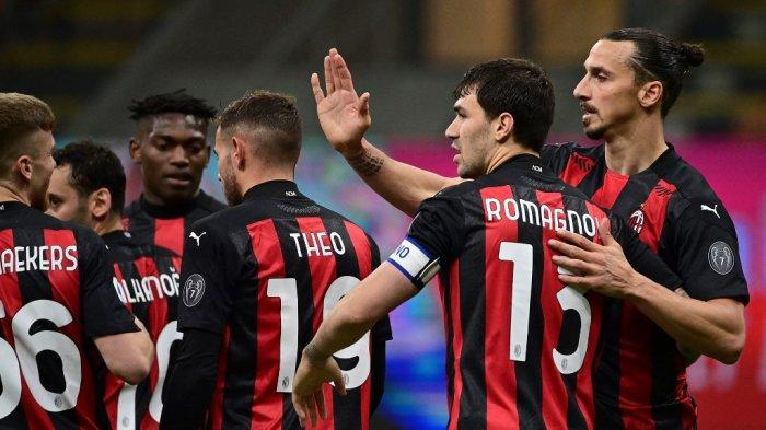 Zlatan Ibrahimovic merayakan gol di Liga Italia Serie A AC Milan vs Benevento di Stadion San Siro di Milan pada 1 Mei 2021.