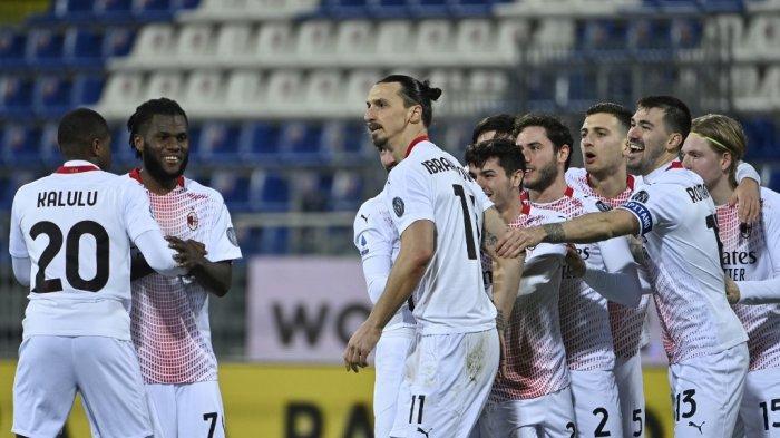 Zlatan Ibrahimovic merayakan gol keduadi Serie A Italia Cagliari vs AC Milan pada 18 Januari 2021 di Sardegna Arena di Cagliari.