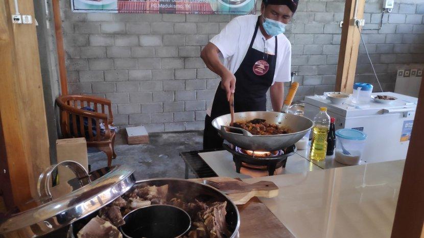 sajian-kuliner-unik-di-bantul-yang-layak-dicoba-gongso-kepala-sapi.jpg
