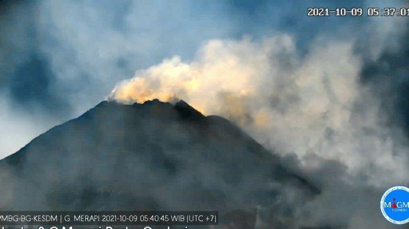 tangkapan-cctv-gunung-merapi-9-oktober-2021-1.jpg