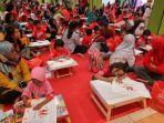 800-anak-ikuti-lomba-mewarnai-di-taman-pintar-dihibur-karakter-upin-ipin-asli-dari-malaysia_20180630_144609.jpg