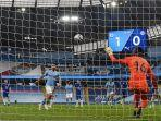 aguero-menembak-penalti-yg-diselamatkan-mendy-di-liga-inggris-manchester-city-vs-chelsea.jpg