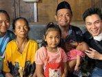 aksi-baim-wong-membantu-sopir-angkot-viral-yang-bawa-bayi-di-semarang-karena-istri-meninggal.jpg