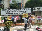aksi-protes-di-depan-kantor-bpn-klaten.jpg