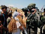 aksi-remaja-palestina-mengadang-tentara-israel_20180529_042034.jpg