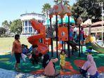 anak-anak-tengah-bermain-di-arena-bermain-untuk-anak-anak-di-alun-alun-kota-magelang.jpg