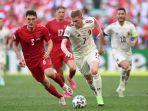 andreas-christensen-dan-kevin-de-bruyne-berebut-bola-di-euro-2020-denmark-vs-belgia-17-juni-2021.jpg