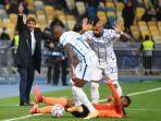 antonio-conter-beri-instruksi-arturo-vidal-ashley-young-liga-champions-shakhtar-donetsk-v-inter.jpg