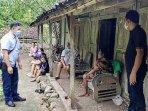aparat-saat-mendatangi-jilah-75-wanita-lansia-asal-wonosari.jpg