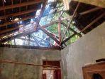 bagian-atap-rumah-milik-sumardi-warga-semoyo-patuk-gunungkidul.jpg
