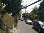 bahayakan-pengguna-jalan-kabel-besar-menjuntai-di-condongcatur.jpg