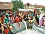 bantuan-air-bersih-dari-organisasi-kemasyarakatan-lindu-aji-magelang_20181102_233519.jpg
