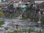 banyak-masyarakat-yogya-masih-buang-sampah-di-sungai_20180730_215130.jpg