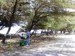 beberapa-tong-dan-keranjang-sampah-diletakkan-di-beberapa-titik-di-kawasan-wisata-pantai-pandansari_20180916_162235.jpg