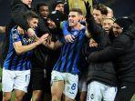 bek-atalanta-robin-gosens-merayakan-gol-di-liga-champions-shakhtar-donetsk-vs-atalanta.jpg