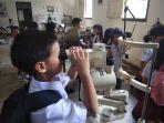 berikan-edukasi-kesehatan-mata-siswa-sd-jogjakarta-montessori-school-kunjungi-museum-dr-yap_20180820_174943.jpg