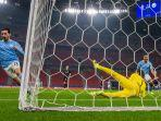 bernardo-silva-mencetak-gol-di-16-besar-liga-champions-borussia-moenchengladbach-v-manchester-city.jpg