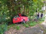 breaking-news-hindari-motor-jatuh-mobil-tabrak-pohon-bambu-di-patuk-gunungkidul.jpg