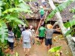 breaking-news-hujan-deras-dan-angin-kencang-melanda-gunungkidul-puluhan-rumah-rusak.jpg