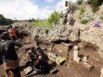 breaking-news-struktur-menyerupai-bagian-candi-ditemukan-di-tepi-sungai-di-magelang.jpg