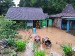 breaking-news-telaga-meluap-akibat-hujan-deras-puluhan-rumah-di-girisubo-sempat-terendam.jpg