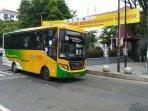bus-trans-jogja-melintas.jpg