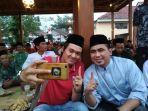 calon-wakil-gubernur-jateng-taj-yasin-asyik-berfoto-dan-berbincang-bersama-komunitas-anak-muda_20180610_195442.jpg