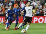 carlos-soler-mengeksekusi-penalti-saat-valencia-vs-getafe-di-laliga-spanyol-2021-jumat-1382021.jpg