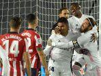 casemiro-merayakan-golnya-dengan-rekan-setim-di-liga-spanyol-real-madrid-vs-club-atletico-madrid.jpg