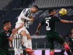 cristiano-ronaldo-mencetak-gol-keduanya-lewat-sundulan-di-liga-italia-serie-a-juventus-vs-crotone.jpg
