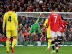 david-de-gea-menepis-tembakan-paco-alcacer-di-liga-champions-manchester-united-vs-villarreal.jpg