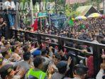 demo-mahasiswa-di-depan-dprd-kota-malang-berakhir-ricuh-tiga-orang-terluka.jpg