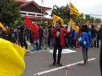 demo-mahasiswa-tolak-omnibus-law-uu-cipta-kerja-di-bantul-berlangsung-damai.jpg